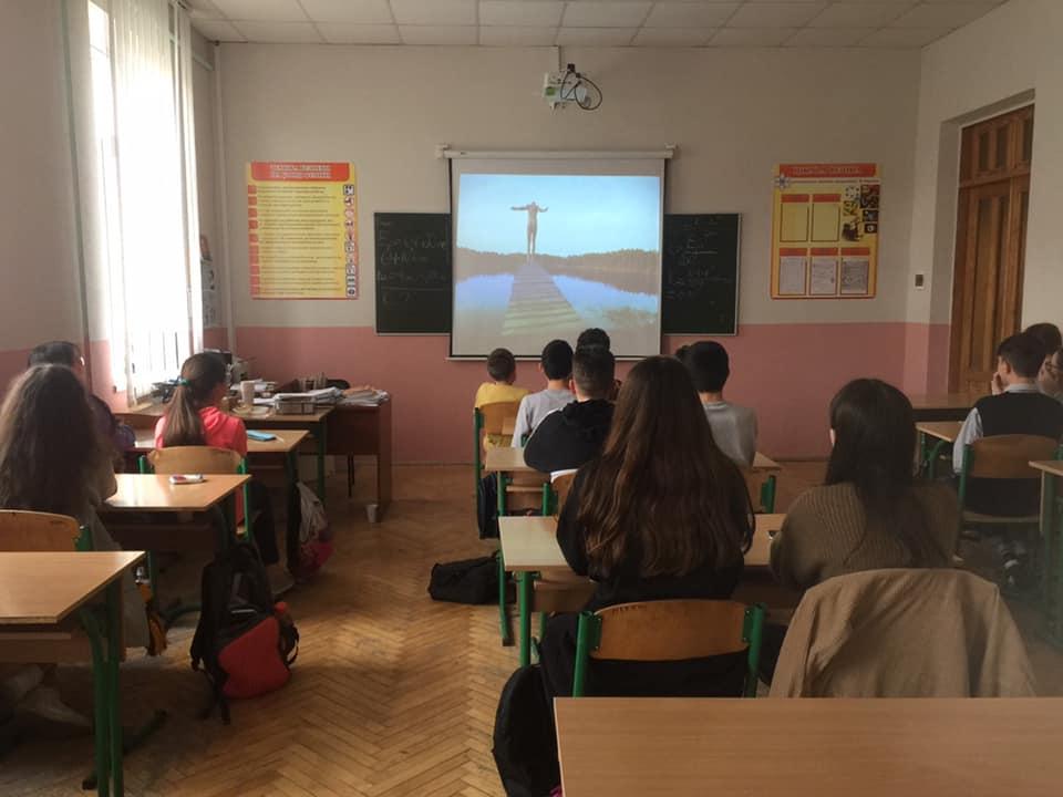 Учні 7- В класу ІАЛ НУБіП України вшанували подвиг українського народу в Другій світовій війні